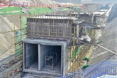 绵阳科技城新区地下综合管廊加紧建设中
